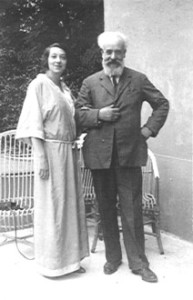 Alberto con la nuora Bianca Rocca nel 1925
