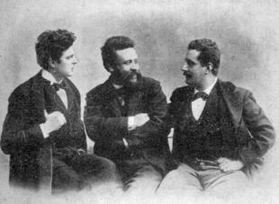 Alberto con Pietro Mascagni (sin.) e Giacomo Puccini (des.), in una foto del 1890 ca.